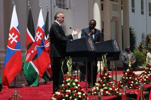 Slovak President Andrej Kiska and his Kenyan counterpart Uhuru Kenyatta