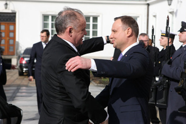 L-R: Slovak President Andrej Kiska and his Polish counterpart Andrzej Duda.