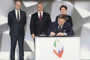 Slovakia's Prime Minister Robert Fico signs the Warsaw Declaration, as his counterparts from Czech Republic, Bohuslav Sobotka (l), Hungary, Viktor Orbán (center), and Poland, Beata Szydlo (r), watch behind.