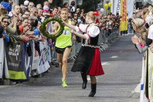 Winner of the Devín-Bratislava run. László Gregor, recevies the wreath at the finish.