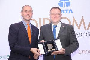 Ľubomír Rehák recevies the 2017 European Diplomat of the Year award in London, April 24.