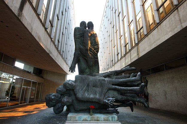 """The Victims are Warning"" sculptural group in Banská Bystrica"