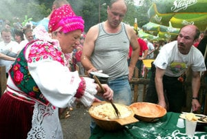 Competition in cooking and eating national meal, bryndzové halušky, in Turecká.