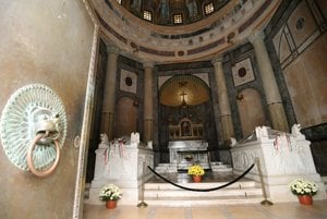 The mausoleum's interior.