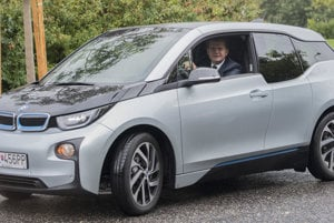The Economy Ministry led by Peter Žiga considers prolonging the subsidy for e-cars.