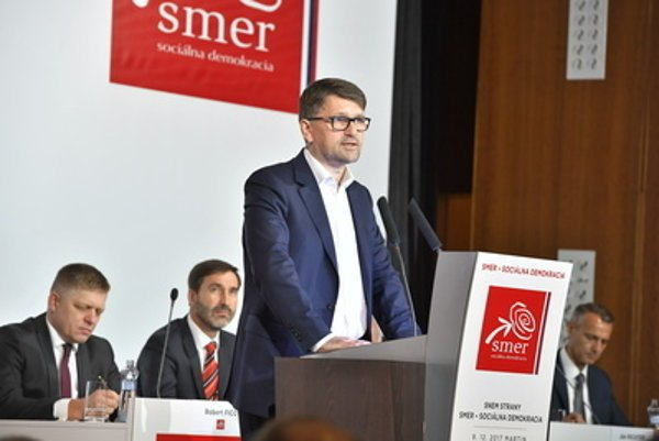 L-R: Ex-PM Robert Fico, outgoing Žilina governor and Smer vice-chair, Juraj Blanár, resigned culture minister and party vice-chair, Marek Maďarič, and his successor in party position, Košice Mayor Richard Raši at December 9 Smer congress.
