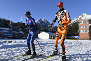 Even hwen there is not enough slow for downhil, cross-country skiing is possible at Štrbské Pleso.
