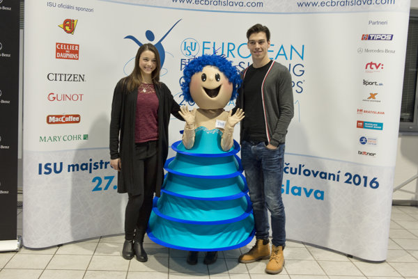 Slovakia's representatives Lukáš Csölley (r) and Federica Testa (l) with the mascot