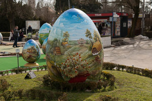 The giant Easter egg is decorated with Slovak motifs.