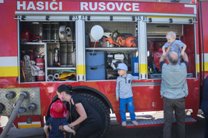 Bratislava City Days 2018 - firemen show their work to public.