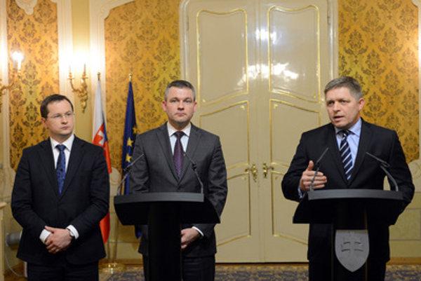 PM Robert Fico, Parliamentary Speaker Peter Pellegirni, and Education Minister Juraj Draxler (R-L)