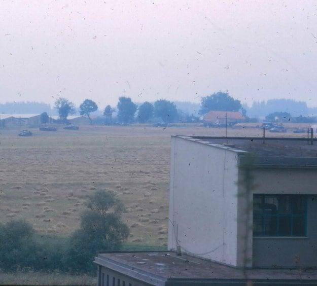 Tanks and guns surrounding Jihlava, August 24, 1968.