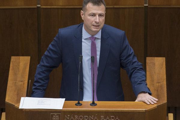 Justice Minister Gábor Gál (Most-Híd) in parliament on October 23.