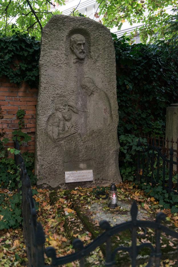 The tombstone of ophthalmologist Karol Kaňka by Alojz Rigele.