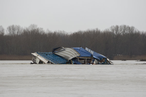 Firefighters anchored the pontoon after several hours.