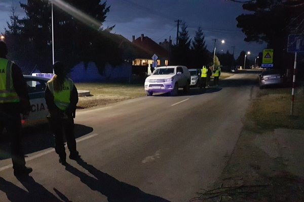 Police closure in Blatná na Ostrove.