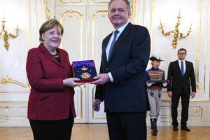 President Andrej Kiska presented German Chancellor Angela Merkel with the Order of the White Double Cross.