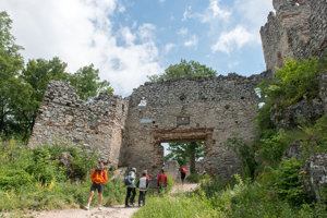 The ruins of the Tematín Castle near Piešťany are a good destination for a hike with kids.