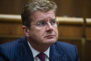 Economy Minister Peter Žiga has introduced 42 measures that are to help firms in Slovakia in the times of troubled economic growth.