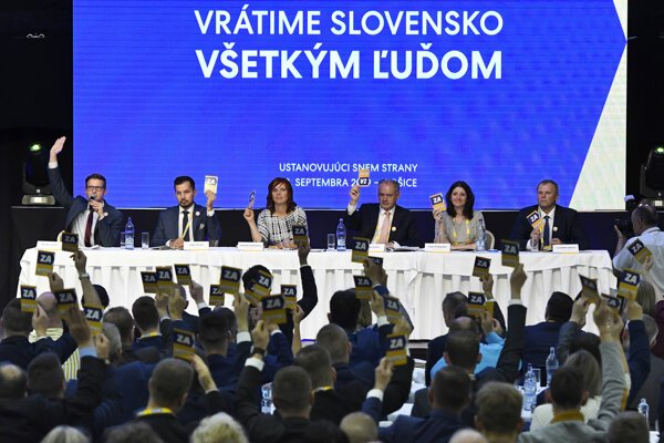 Za Ľudí met at a congress in late September.