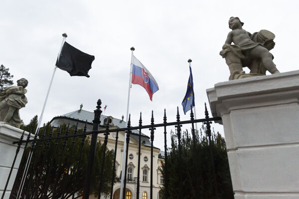 A black flag was raised in front of the Government's Office.