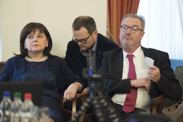 Alena Šišková (l) and Ján Šikuta (r)