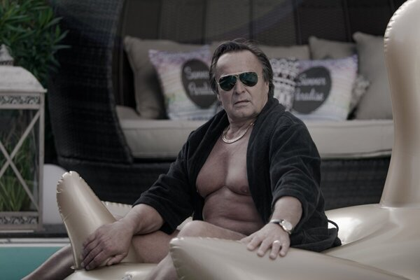 Jozef Vajda in film Sviňa plays mafioso.