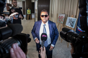 Kočner in a blue jacket and sunglasses.