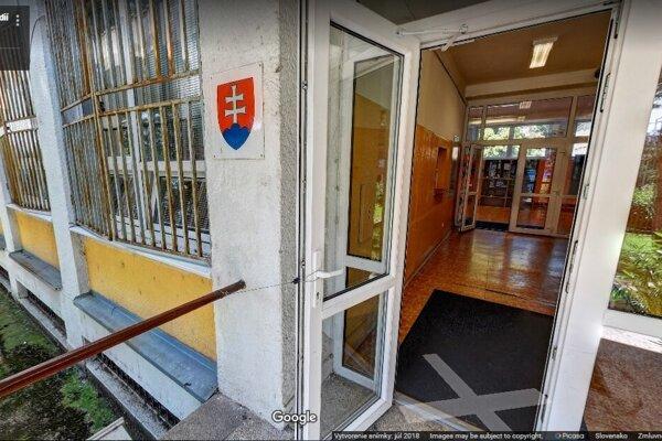 The secondary school on Kadnárova Street in Bratislava.