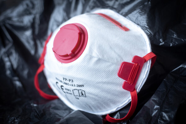 FFP3 respirator