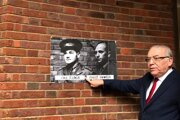 The administrator of the Porchester Gate building in London, where the Czechoslovak military intelligence service was based during the Second World War and where secret agents planned Operation Anthropoid, shows photos of the event's executors - Jan Kubiš and Jozef Gabčík.
