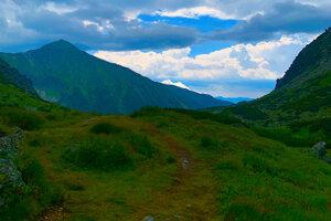 A trail to the Klin mountain.