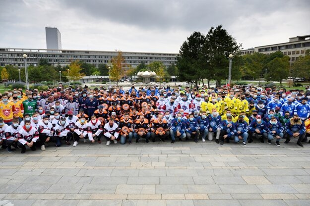 The players of Slovak ice hockey clubs protested in front of the Government's Office on September 30 against the originally planned cancellation of all mass sports events.
