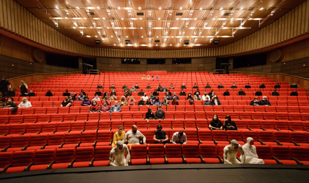 The Andrej Bagar Theatre in Nitra puts figurines in the auditorium. The theatre is responding to the anti-epidemic measures that capped the number of participants in mass events at 50. Plastic figurines are in the front while the cardboard ones in the back.