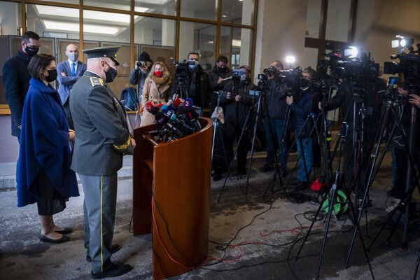 Justice Minister Mária Kolíková and head of the Prison and Court Guard Service who resigned, at the press conference on December 30.