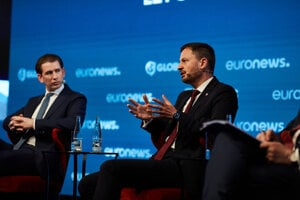 Austrian Chancellor Sebastian Kurz (l) and Slovak PM Eduard Heger (r) during the discussion at GLOBSEC.