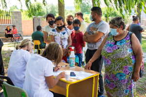 The pilot project of in-field vaccination of pupils was launched in the village of Kecerovce.