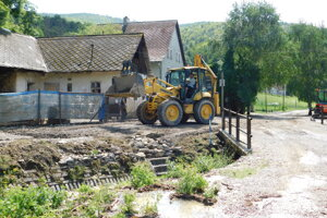 Removing the damages caused by the late July flood in Valaská Belá.