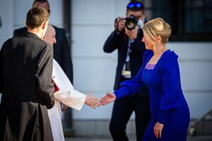 President Zuzana Caputova welcomes Pope Francis in front of the Presidential Palace.
