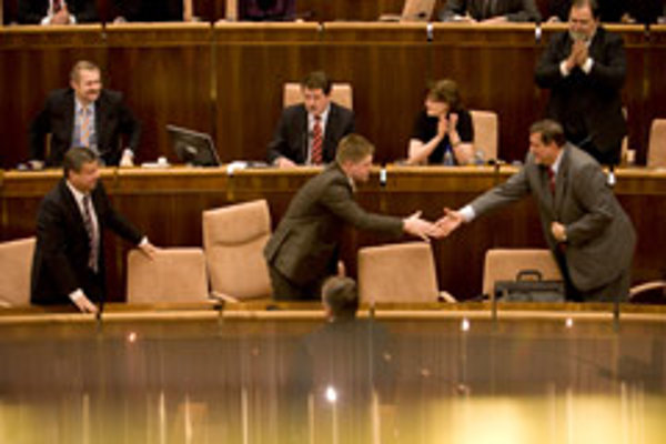 Prime Minister Robert Fico (left) shakes hands with Foreign Affairs Minister Ján Kubiš after the Slovak Parliament adopted the Lisbon Treaty on April 10.