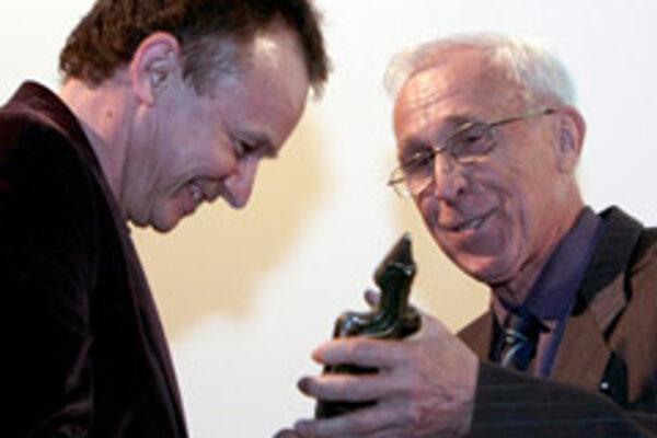 Director Juraj Nvota (left) receives the Igric Award for his film, Muzika, from František Jurišič.
