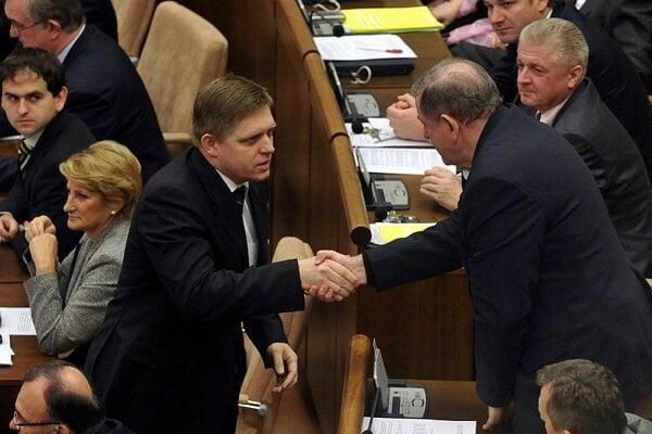 Robert Fico (left) and HZDS boss Vladimír Mečiar congratulate each other over the budget.