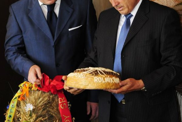 Agriculture Minister Stanislav Becík (right) is expected to resign soon, although PM Robert Fico believes he is a good minister.