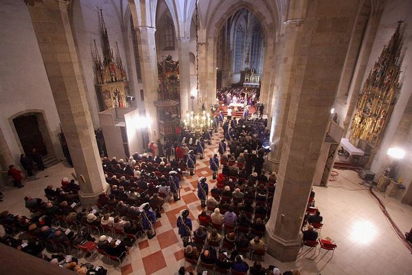 The remains were re-interred in St. Martin's Cathedral.