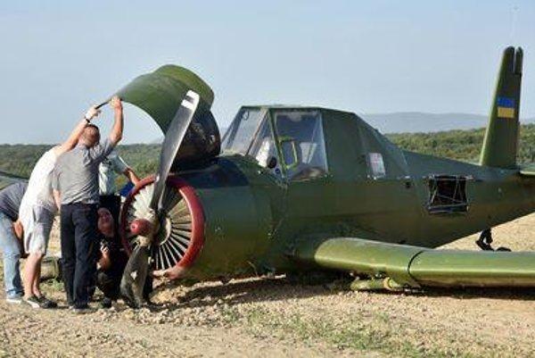 Hard-landed and abandoned plane in Nižný Hrušov
