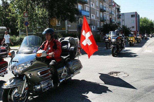 Yamaha Royal Ventures parading through Upper Nitra.