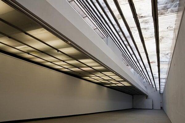 The empty bridging gallery