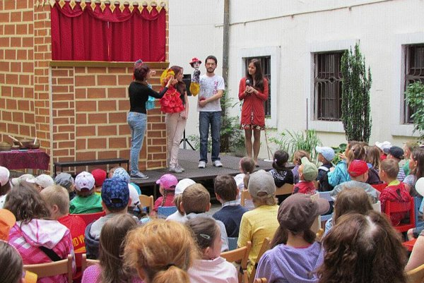 Brazilian puppetry on Children's Day.