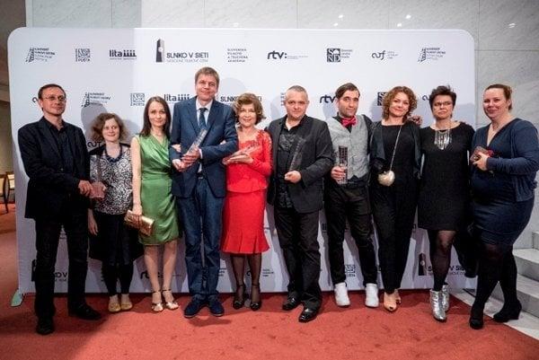 Eva Nová film team with prizes.