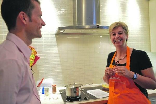 Ambassador Daphne Bergsma (r) shares her passion for food.